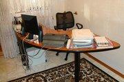 Продаётся офисный стол,  тумбочка,  кресло! 89272080486!