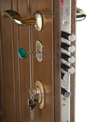 Установка замка в двери